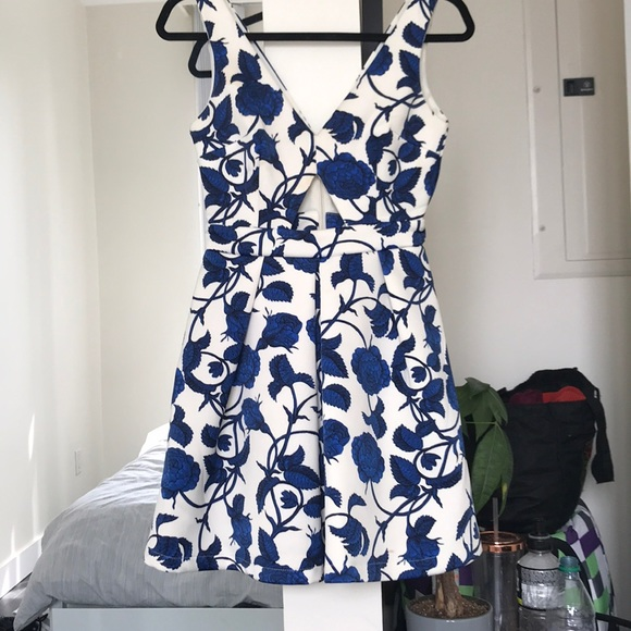 Topshop Dresses & Skirts - Scuba fabric floral printed dress with cutout